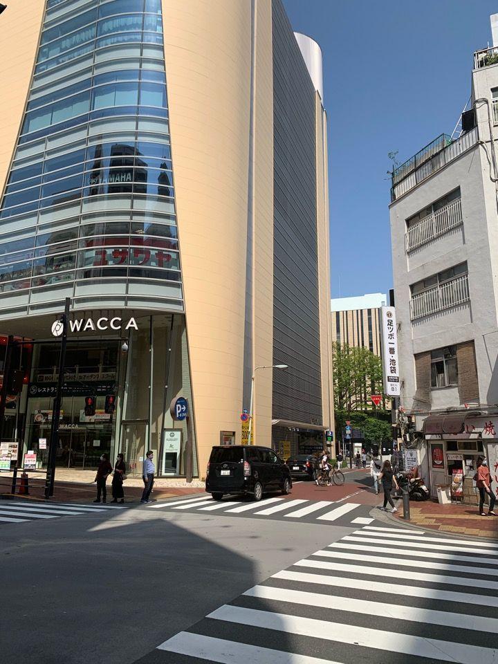 LABIの裏に商業施設WACCAがあります。WACCAのわき道を入ってください。