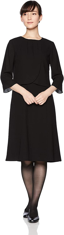 ご葬儀の場で短いスカートは失礼にあたります。CARETTEのブラックフォーマルは全ての商品が100cm前後の丈で、椅子に腰掛けたときも安心です。