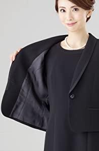 30歳代からハイミセスまで、上品にシンプルに着こなせる大人の女性のためのブラックフォーマル。ジャケットとワンピースのセットになったアンサンブルは、一年を通して着用でき、この一着があれば急な葬儀・通夜・法事などの悲しみの席でも、慌てることなく故人とのお別れに向かうことができます。